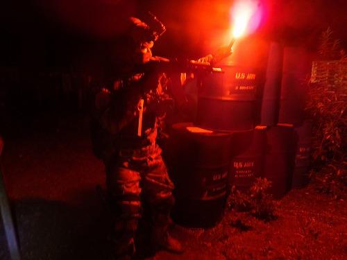 赤色のフレアを焚き、戦闘可能であることを示せ