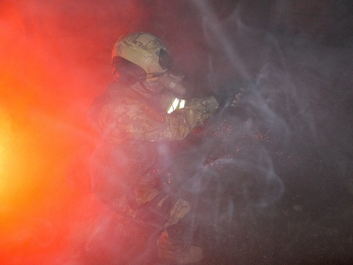 炎と光と煙と