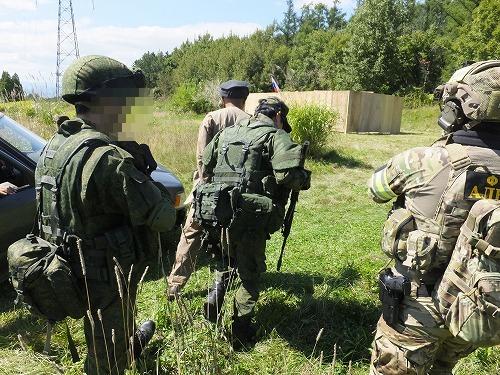 臨検するロシア兵