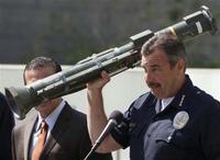 ご不要の銃と商品券を交換いたします…ロサンゼルス警察署より