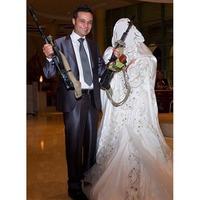 リビアでの結婚式、異様です。