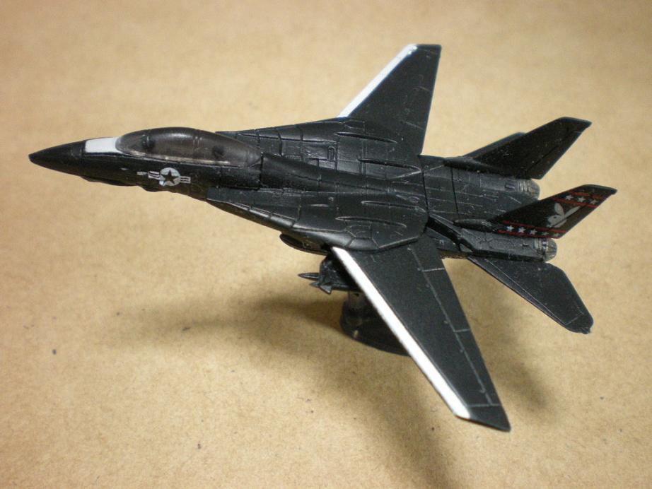 アメリカ海軍の防空艦上戦闘機として 配備されていた可変翼機。 トム・クルーズ主演の映画でも登場し