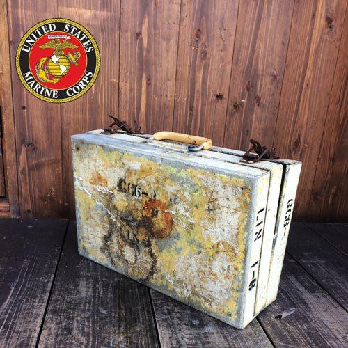ポルタアンドゲートPORTAANDGATEアメリカ海兵隊メタルボックス(金属探知機収納ケース),バドライトアウトドアチェアー、バドワイザーボトルフォルダー、ミラーライトボトルフォルダー、コカコーラビンテージグラス、,プラボトル,ゴリラボックス<br />