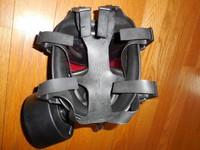 背面。レンズ部分は安心の三重構造