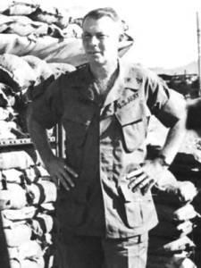 ボンド准将、階級から69年~70年に撮られた写真と推測される
