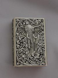 オリジナルライターに象とライオン