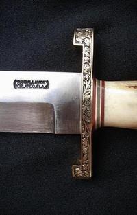 ランドールナイフとWヒルトナイフにアラベスク彫刻