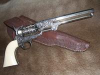 メッキ仕上げをした銃