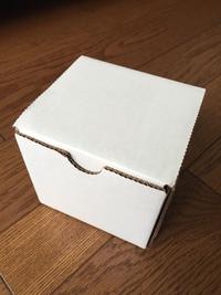 白い箱の黒いやつ