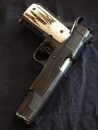 うわっ、もろ実銃!