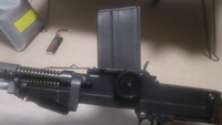 VIVA ARMS ZB26 実物マガジンを装着する。