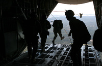米軍KC-130空中給油機が墜落し乗員16名全員が死亡。内7名はMARSOC精鋭レイダース隊員