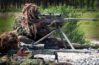 逃げ惑う群衆に襲い掛かるダーイッシュ (IS) の魔の手。SAS スナイパーが「1 ショット 3 キル」の活躍