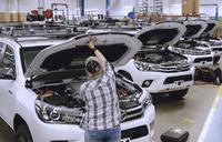 トヨタ製ランドクルーザー&ハイラックスを特殊作戦用にカスタム。バテル記念研究所の製造ライン映像