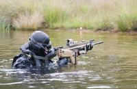 ベルギー陸軍・水陸両用偵察チーム(ART)精鋭フロッグマンによる水辺での偵察・強襲訓練映像