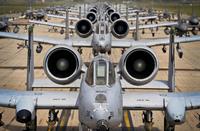 多数の A-10 攻撃機と F-16 戦闘機が参加。在韓米軍の壮観な「エレファント・ウォーク」