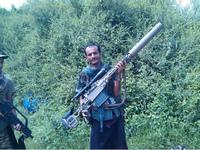 カナダ製の高性能スナイパーライフルがイエメン フーシ戦闘員の手に。サウジからの鹵獲品か