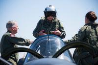 第二次大戦下に日・独の航空機を撃墜させた米海軍唯一のエースパイロットが 100 機目のメモリアル飛行
