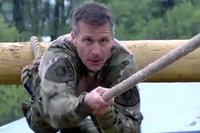 「文武両道」米海軍特殊部隊SEAL出身、現職ミズーリ州知事エリック・グレイテンズ氏がSWAT競技会に参加