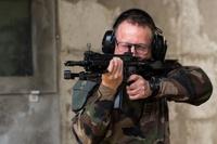 フランス国防省がブールジュの装備局技術センターで新小銃「HK416F」のテストシューティングを実施