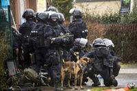 Milipol 2015: フランス国家警察 特殊部隊「RAID」使用装備の展示紹介映像