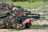 フランス軍の FA-MAS に代わる次期制式採用小銃レースは H&K と FN Herstal が大きくリードか