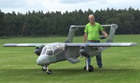 翼長4.3メート、重量50キログラムの巨大ラジコン「OV-10ブロンコ」の飛行映像