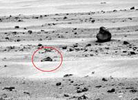 米航空宇宙局 (NASA) が撮影した火星探査の写真に「GLOCK ピストル」が写り込み話題に