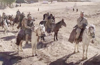 「登場人物の多くは偽名」「ODA 595のうち乗馬経験者は1人」…映画「12 Strong」の裏話