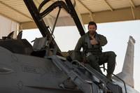コールサイン「ウルヴァリン」、映画俳優のヒュー・ジャックマンが F-16 戦闘機に搭乗