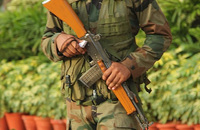 「国営造兵工廠(OFB)のアサルトライフルは欠陥が多過ぎる」インド陸軍が提案を却下