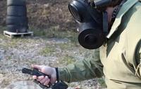 インストラクターゼロ、マスクを被り片手でピストルを組み立てて射撃する訓練映像を公開