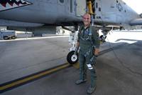 米軍のパイロット交換プログラムに選抜されたイタリア軍パイロットが A-10 攻撃機を操縦