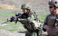 渡米訓練「アイアンフィスト18」で小銃・拳銃トランジション射撃訓練に励む西普連(WAiR)隊員