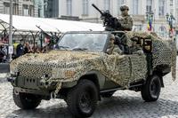 トヨタ製ランドクルーザーをベースに改良されたジャンケル「フォックス」がベルギー国家記念日パレードで展示