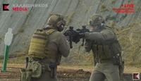 カラシニコフ社が自社製品PRのため、上級射撃手を起用したスリル溢れる中で華麗な技術を披露