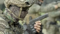 韓国精鋭オペレーターによる危険な射撃訓練映像