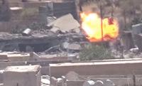 クルド人スナイパーの放った 1 発でダーイッシュ (IS) の給油車が爆発・炎上