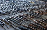 ロサンゼルス郡シェリフが家宅捜索で553丁もの大量の銃器を押収