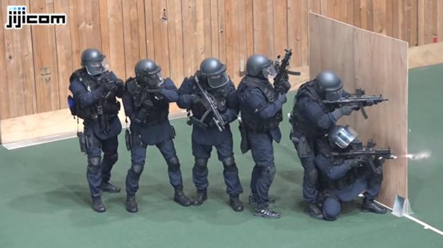NEWS警視庁・神奈川県警の特殊部隊「SAT」による合同訓練の映像が初公開