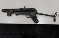 オーストラリアの高速道路で定期警ら中の警察官が車輌捜索し、ナチス・ドイツ時代の『MP40』を押収