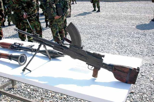 73式軽機関銃