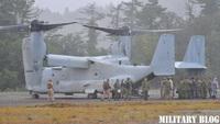 8/23 総火演 (一般公開) の終了直後に上空を MV-22 オスプレイが「飛び入り参加」