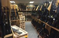 銃砲店を専門的に狙う窃盗団の存在を背景に、南北カロライナ両州で1,000挺以上の銃火器が盗難