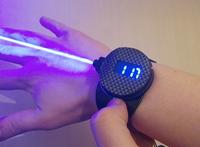 「ボンド風」腕時計型レーザーの作動映像