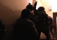 ポーランド警察が違法薬物を扱う武装密売グループの大規模な一斉摘発を実施