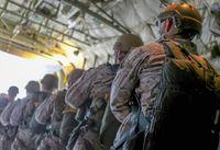 航空機不足を背景に、米海兵隊フォース・リーコンが降下訓練に民間機を利用