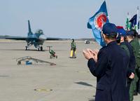 東日本大震災で損傷した F-2B 戦闘機、修復を終え三沢基地に到着