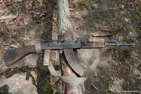 「まだ動く」アフリカの密猟者が使う錆びだらけの 56 式自動小銃