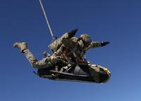 英軍特殊部隊SBSが人知れず敵拠点に近付く水中スクーターをトライアル。日本企業も視察か?